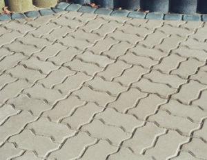chodnik z falistej kostki brukowej